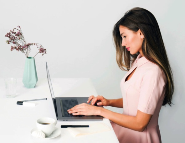 fact advisor frau notebook laptop